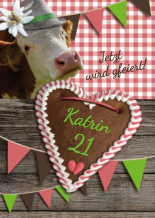 Diese Einladung Hüttengaudi zeigt eine Kuh, rot-weiß karierter Tischdecke und Wimpelkette auf Einladung zur Hüttengaudi