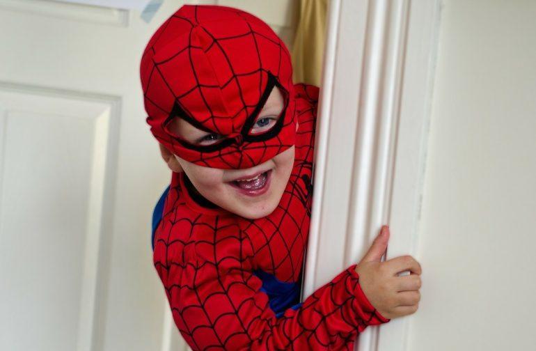 Einladung Helden Geburtstag, Klettern wie Spiderman